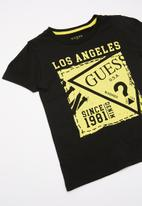 GUESS - Short sleeve guess stamp tee - black