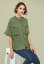 Superbalist - Utility pocket mandarin shirt - green