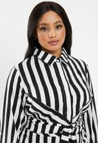 edit Plus - Tie front button through dress - black & white
