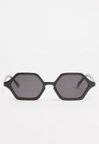 Superbalist - Nancy hexagon sunglasses - black