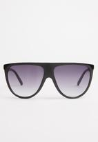 Superbalist - Julia flatbar sunglasses - black