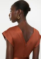 AMANDA LAIRD CHERRY - V-neck cap sleeve high waist maxi - rust