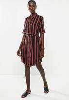 Vero Moda - Autum amaze shirt dress - black & red