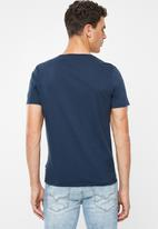 GUESS - Palm triangle tee - navy