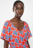 Superbalist - Printed wrap playsuit - red & blue