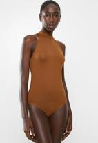 Superbalist - Viscose hi neck bodysuit - brown
