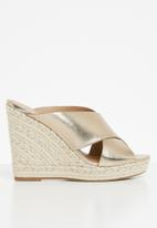 Call It Spring - Andrusha wedge heel - gold