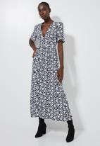 Superbalist - Button through fit & flare dress - black & white