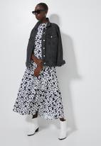 Superbalist - Sleeveless tiered dress - black & white