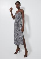 Superbalist - V-neck midi slip dress - black & grey