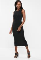 edit - Sleeveless dress with pleats - black