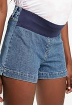 Cotton On - Maternity classic denim shorts - blue