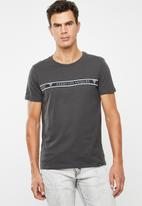 GUESS - Guess stripe tee - charcoal