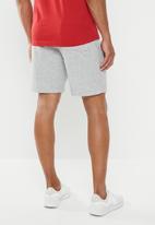 New Balance  - Essentials stacked logo short - athletic grey