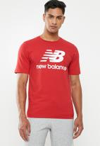 New Balance  - Essentials stacked logo tee - red