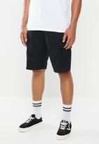 Vans - Tremain 22-inch cargo shorts - black
