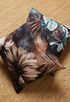 Grey Gardens - Stone frond cushion cover - black