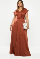 AMANDA LAIRD CHERRY - Plus V-neck cap sleeve high waist maxi - rust