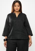 AMANDA LAIRD CHERRY - Plus size Khumo top - black