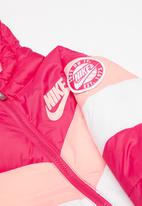 Nike - Nike chevron and stripe - pink