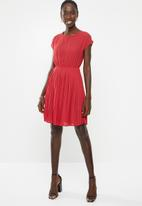 New Look - Short sleeve pleated mini dress - red