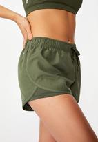 Cotton On - Move jogger short - khaki