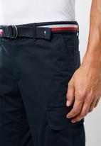 Tommy Hilfiger - John cargo shorts & twill belt - navy