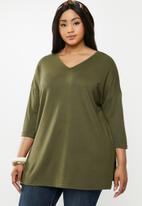 New Look - Curves bella oversized v-neck tee - khaki