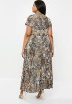 New Look - Curves pleated maxi dress - brown & beige