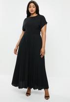 New Look - Curves pleasted maxi dress - black