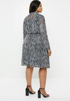 Carmakoma - August long sleeve knee dress - black & white