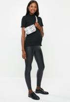 New Look - Maternity wet look leggings - black