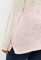 Carmakoma - Oyster v-neck long sleeve pullover - beige & pink