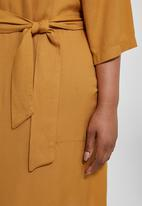 Superbalist - Wide sleeve shift dress - yellow