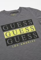GUESS - Short sleeve Guess 3 step tee - multi
