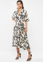 Glamorous - V-neck midi dress - cream & black