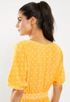 Glamorous - Dropped shoulder deep v dress - yellow
