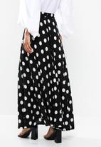 Me&B - Full volume skirt with side pockets - black & white