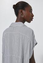 Superbalist - V-neck shell with grown on sleeve - navy & white