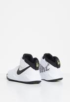 Nike - Team hustle 9 (ps) - white & black