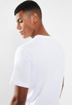 Nike - Nike sportswear club short sleeve tee - white
