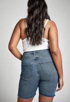 Cotton On - Curve bermuda denim shorts - revival stone blue