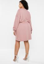 Missguided - Curve ruched waist and cuff sweater dress - pink