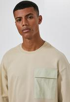 Superbalist - Utility crew neck loose fit sweat - neutral