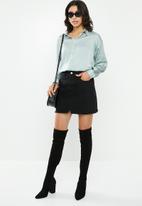 Missguided - Basic satin shirt - silver