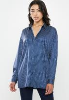 Missguided - Extreme oversized satin shirt - navy & white