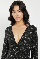 Missguided - Plunge split midi dress daisy - black