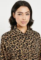 Missguided - Oversized dip back shirt dress leopard - brown & black