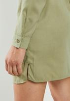 Missguided - Soft touch belted shirt dress - khaki