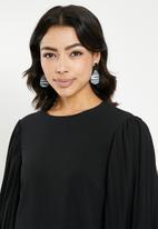 Missguided - Pleated sleeve shift dress - black